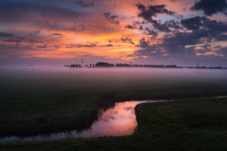 Sunrise Ssssweetness - Dit keer een enigszins low key landschap van de zonsopkomst van gisteren (01/09) in de polder langs de A9 bij Beverwijk. Mooi m