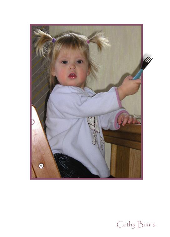Vork gepikt - Deze foto is geïnspireerd door het werk van viewability. Mijn jongste dochter heeft de vork van haar grote zus gepikt.