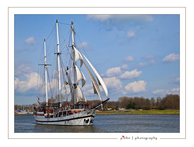 Sail Kampen - Vanaf 2-5 april 2010 was er Sail Kampen. We zijn er vandaag tweede Paasdag naar toe geweest. Een prachtig spectakel waarbij je mee kon o
