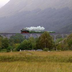Harry Potter brug met trein.jpg