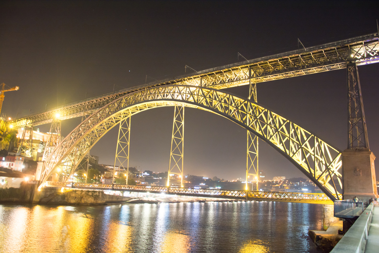 Pont Luis bij nacht -