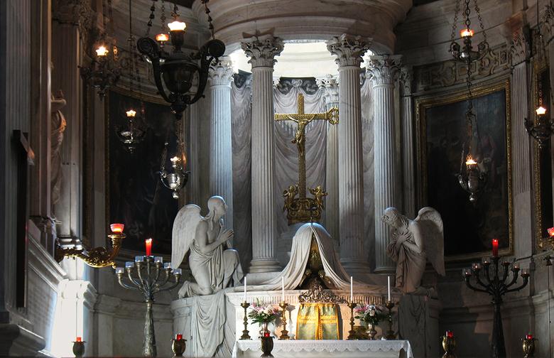"""volop barok 0909279994mw - knap theatraal verlicht door glas in kleine koepel erboven .""""levensechte""""beelden van engelen .Verguldsel dure Dra"""