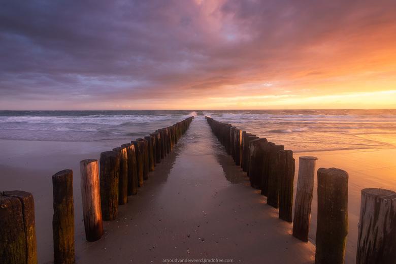 """Touched by the Light - Prachtige lichtval op het strand tussen de buien door.<br /> Bedankt voor de reacties op mijn vorige foto!<br /> <a href=""""htt"""