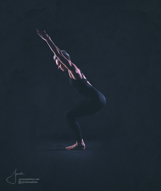 Pose I - Deze shoot met Irma was erg leuk en mooi om te doen. Ze wou graag 2 soorten foto's; een serie met body balance / yoga -achtige poses en