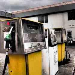 verlaten tankstation