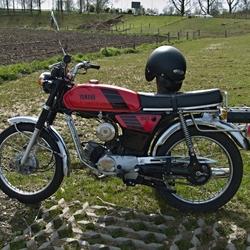 Een Yamaha FS1 bromfiets.