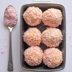 Cakebonbons met framboos en kokos