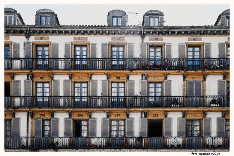 """Nummero - San Sebastian, Spanje, stukje architectuur en het is echt scheef, maar wel heel mooi.<br /> <br /> Bedankt voor de reacties op <a href=""""ht"""