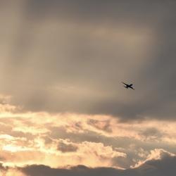 Opkomen van de zon met vliegtuig