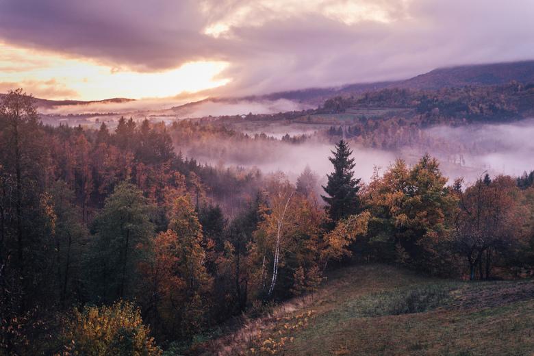 Avondval. - Nog een sfeerbeeld van een prachtige zonsondergang in Slovenie.<br /> <br /> Make sure you follow me on:<br /> https://www.facebook.com