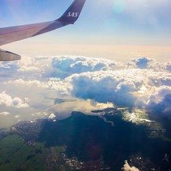 Hoog boven die wolken