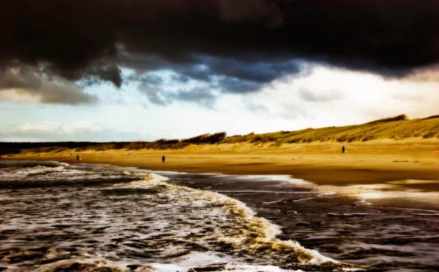 Landschap 02 - Donkere wolken boven de duinen bij Nollestrand in Vlissingen