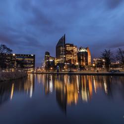 Den Haag Skyline tijdens het blauwe uur