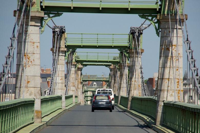 bruggen 13 - hier zie je hoe de brug golft, als je er overheen gaat dans je op en neer.<br /> <br /> gr hans