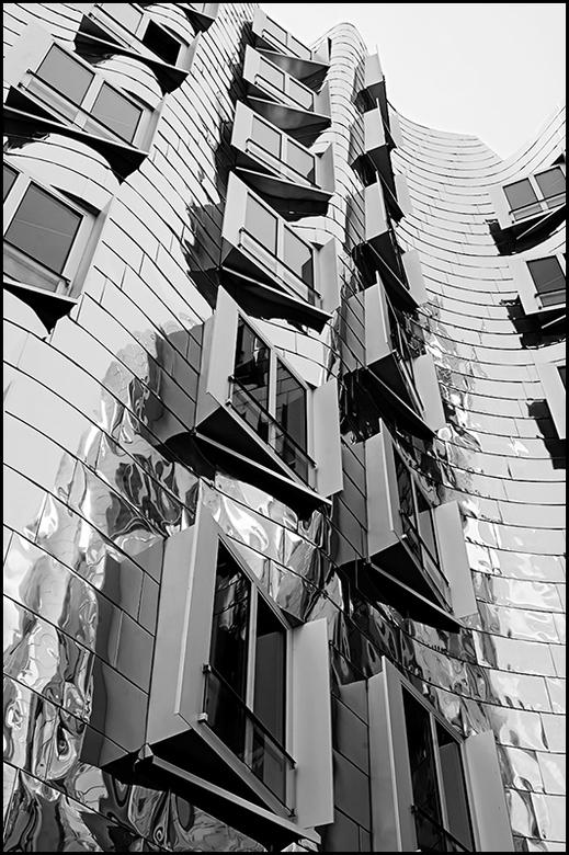 German architecture 07 - Wanneer ik interessante dynamische architectuur tegenkomen ben ik altijd in mijn nopjes. Dan struin ik altijd het gebouw van