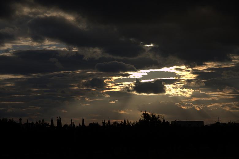 En er was LICHT - Een felle zon breekt door de wolken
