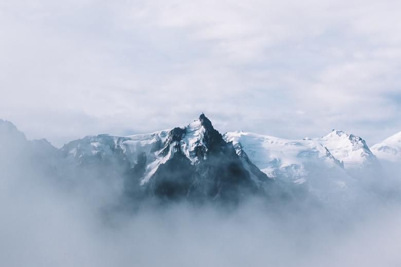Aguille du Midi. - Prachtig zicht op het Mont-Blanc gebergte met hier in het midden de piek van Aguille du Midi.<br /> <br /> Volg me gerust op:<br