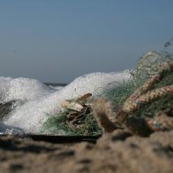 Afval op het strand