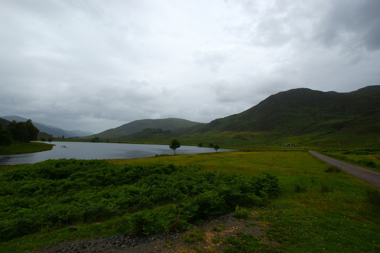 Loch Mullardoch, Schotland - Hier stuurde de tomtom ons de verkeerde kant op (of ik lette gewoon niet goed op) maar kwamen uiteindelijk op deze pracht