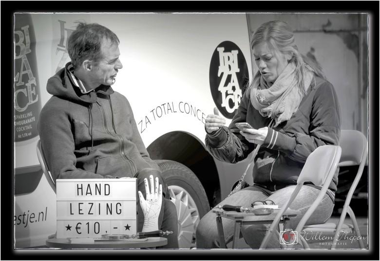 "Telefoon Lezing - Hand Lezing of Telefoon Lezing <img  src=""/images/smileys/smile.png""/>"