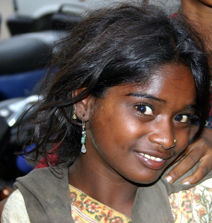 Jaipur, India. Meisje op straat  - Zwervertje op straat in India, Jaipur