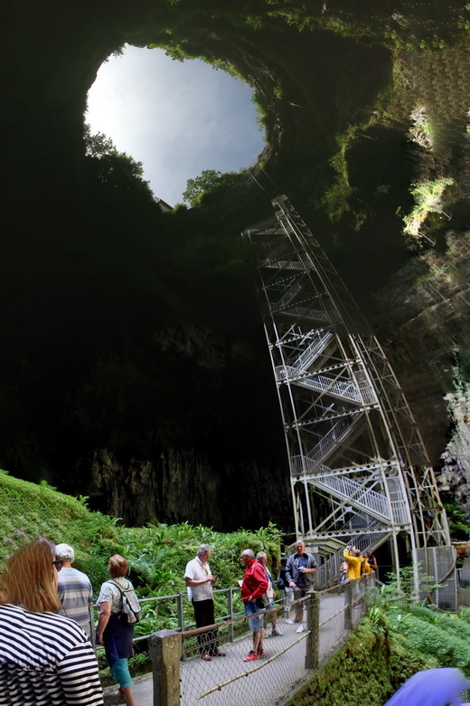 Padirac 02 - In de valleien van de Lot en de Dordogne in Frankrijk liggen diverse indrukwekkende grotten. Een van de mooiste is de Gouffre de Padirac,