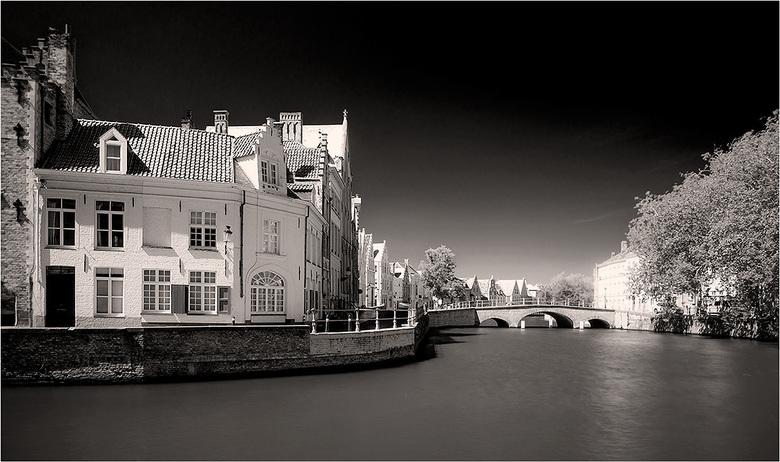 Brugge 0143 - De Spiegelrei in Brugge. <br /> Dit soort stadsfotografie schaar ik maar even onder landschapsfotografie.