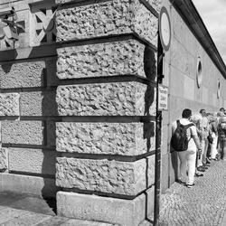De muur.