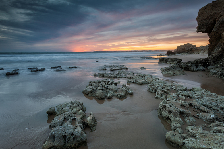 Beach and Rocks - Zonsondergang @ Praia de Galé, Algarve, Portugal.<br /> Iso 50<br /> F18<br /> 6 seconde <br /> F18