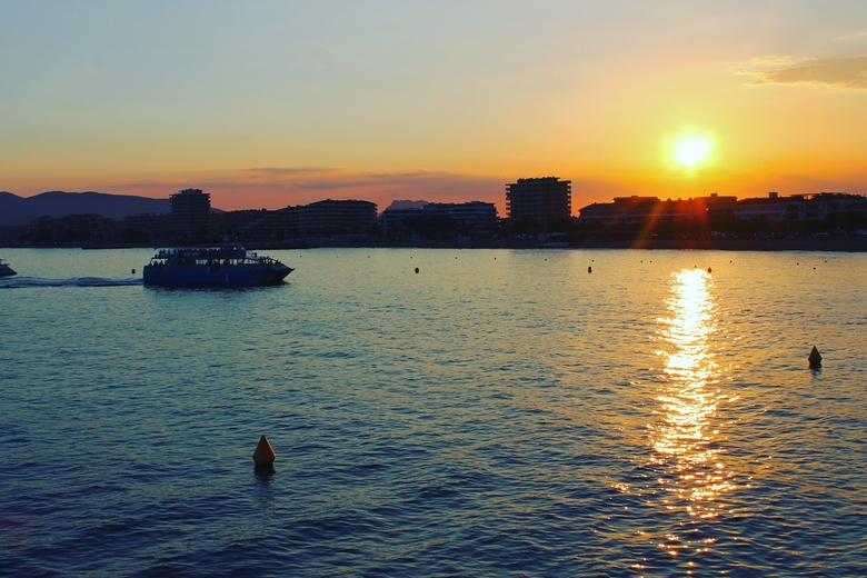 Meet me at sunset -
