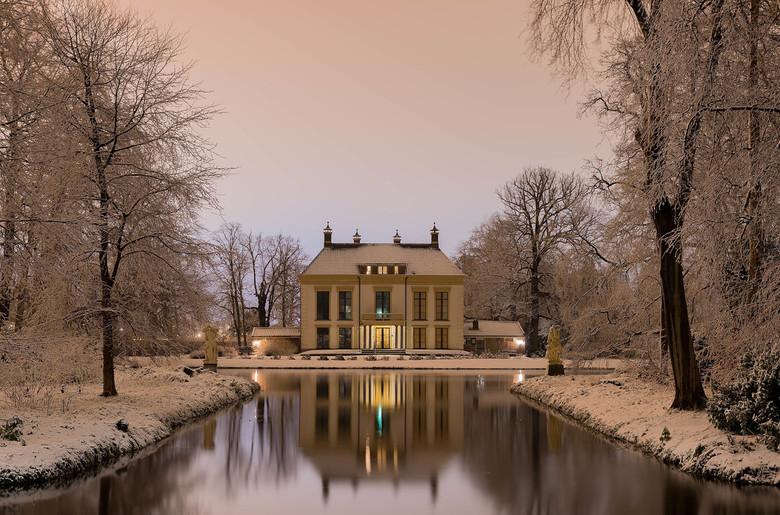 Landgoed Nijenburg, Heilooërbos - Landgoed Nijenburg is een 18e-eeuwse Nederlandse buitenplaats tussen Alkmaar en Heiloo. Tegenwoordig is de Nijenburg
