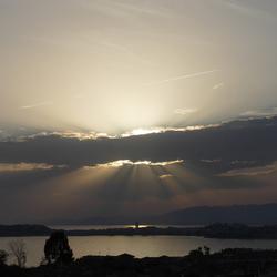 Zonnestralen boven Puerto de Mazarrón