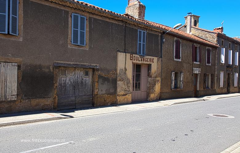 Langgeleden een Boulangerie in Cassagnabere - Tournas - 20160717 2905 Huizen in Cassagnabere - Tournas HDR 2905 2906 29009 2910