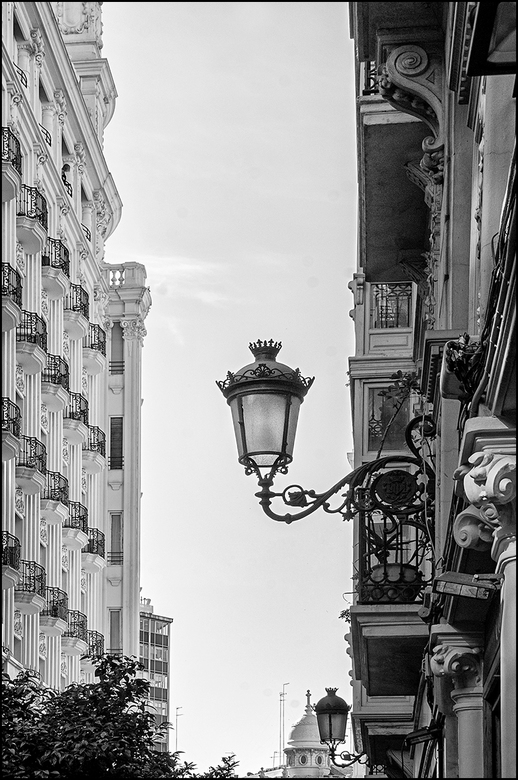 Valencian art 17 - Wat zouden wij mensen zonder licht zijn? Sterker nog, zonder licht zou er geen leven op aarde mogelijk zijn. En wat doe je dan als