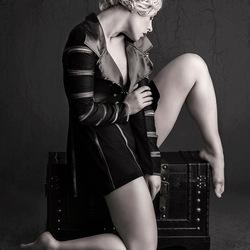 pose in black &white