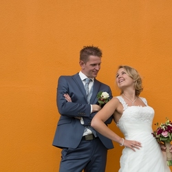 Bruidspaar in het oranje
