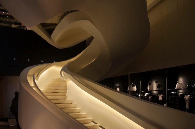 Armani 5th. NY - Prachtige architectuur in de flagship store van Armani aan 5th. Avenue New York.
