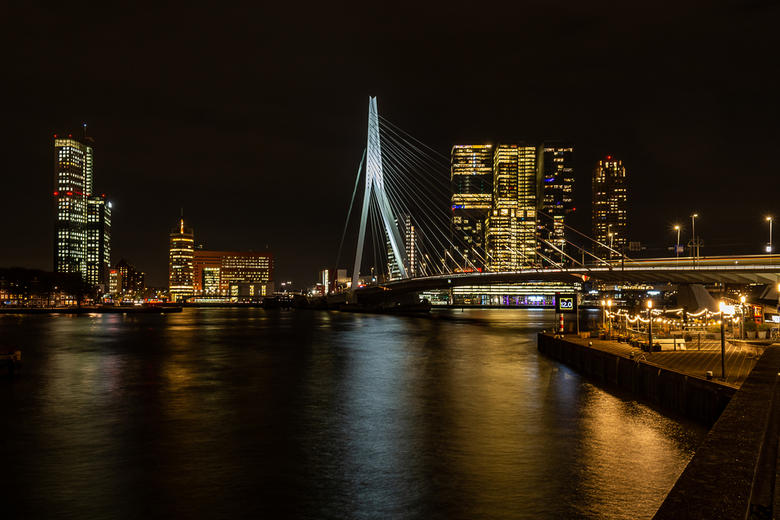 rotterdam by night - Erasmusbrug over de Maas