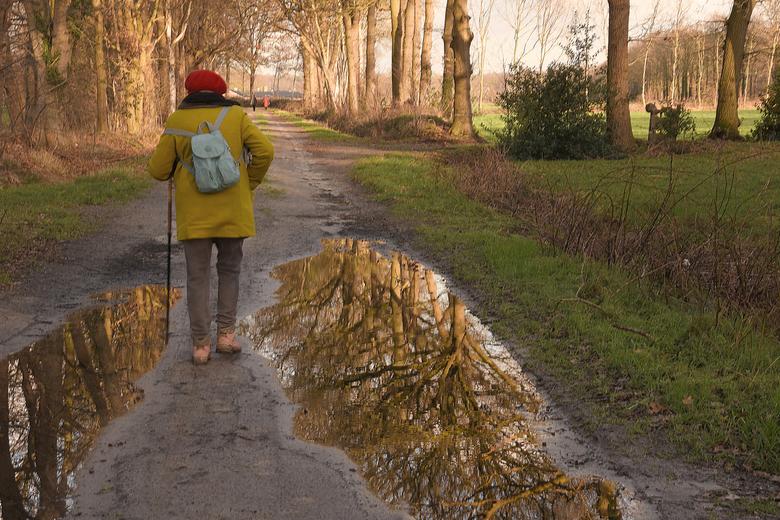 DSC_0639  Als een spiegel. - We hebben het helemaal te pakken.<br /> Iedere dag een fikse wandeling.