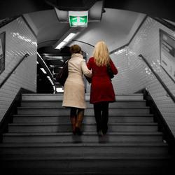 Dames in de metro