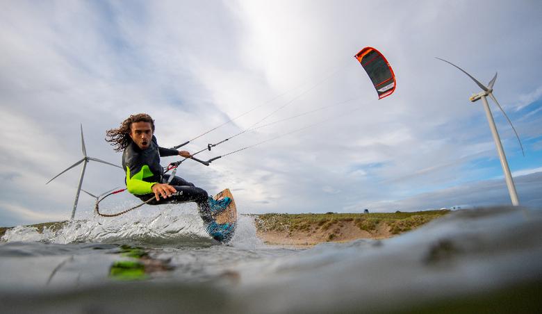 Kitesurfer in volle actie -