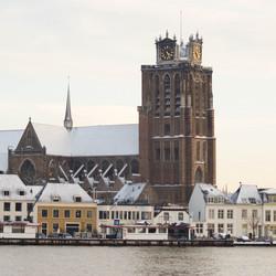 Grote kerk Dordrecht in de sneeuw