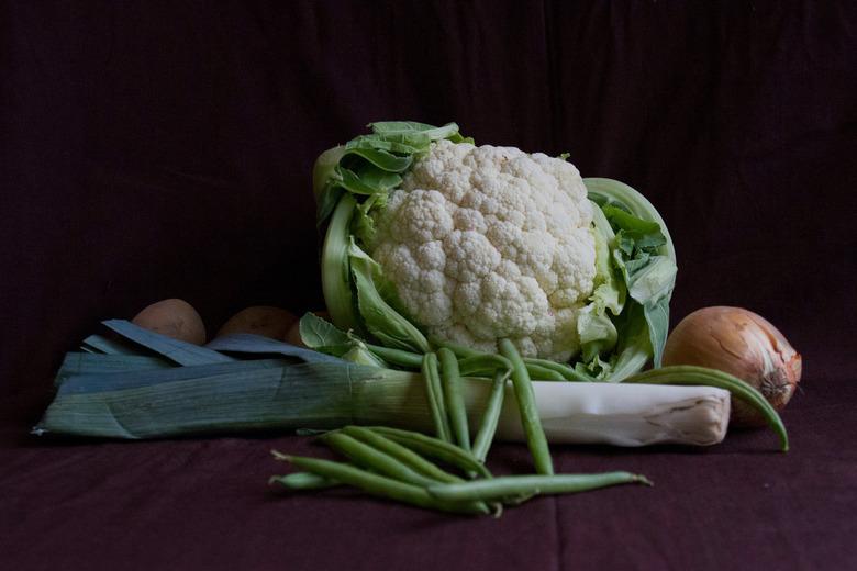 PUUR NATUUR: Prei, bloemkool, aardappels en boontjes - PUUR NATUUR<br /> <br /> Foto gemaakt voor de fotowedstrijd puur natuur. Voor mij betekent da
