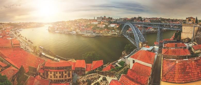 """Porto panorama - Panorama van het stadsgezicht van Porto met de rivier Douro<br /> <br /> <a href=""""https://dvdwphotography.com/2019/06/04/porto-a-sm"""