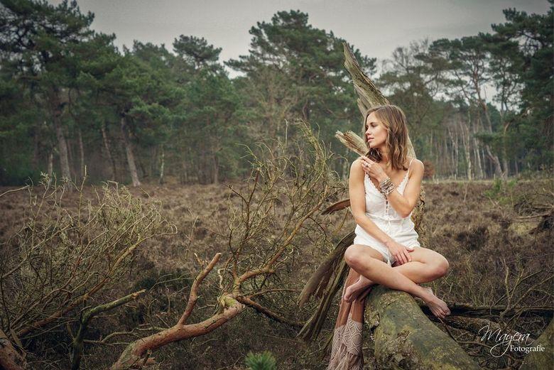Meike - Promotie foto&#039;s gemaakt voor een sieradenlijn.<br /> Eindelijk mogen ze online!<br /> <br /> Model: Meike Smit <br /> Muah and hair: