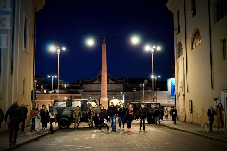 Piazza del Popolo - Militairen bij het Piazza del Popolo