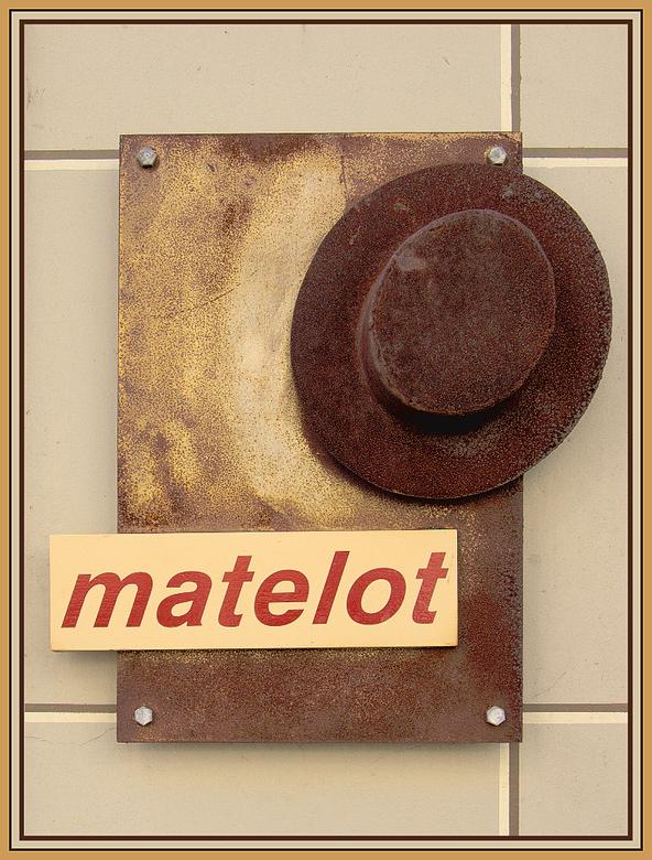 bolhoed - klein maar toch opvallend bordje voor een hoeden winkel.