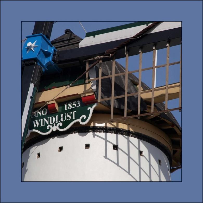detail Windlust - De molen Windlust is een in 1864 aan de Smidsweg in Westmaas gebouwde korenmolen die tot 1952 in bedrijf was. De familie Leeuwenburg