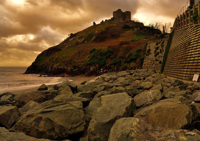 A welsh castle. - Kastelen zijn er genoeg in Wales maar meestal zijn het meer ruines.Maar sfeer geven ze wel.