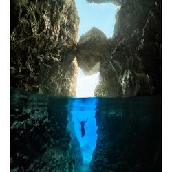 In de grot onder water